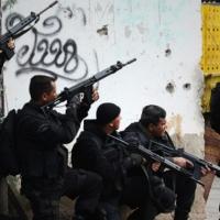 Legalização da maconha uma alternativa ao tráfico, à milícia e à UPP ; por André Barros